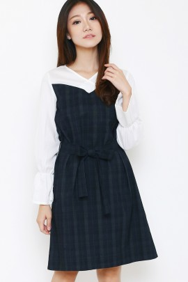 Dress with contrasting black and white detail