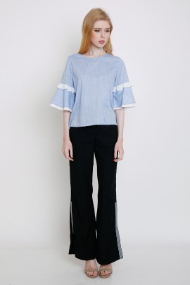 Top with contrast frill at sleeves